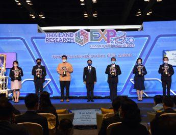 กรมการข้าว – มทร.ธัญบุรี คว้ารางวัล Platinum Award
