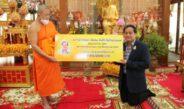 ปธ.คณะปวงชนชาวไทยฯ ถวายทุนการศึกษาพระปริยัติธรรมบาลี